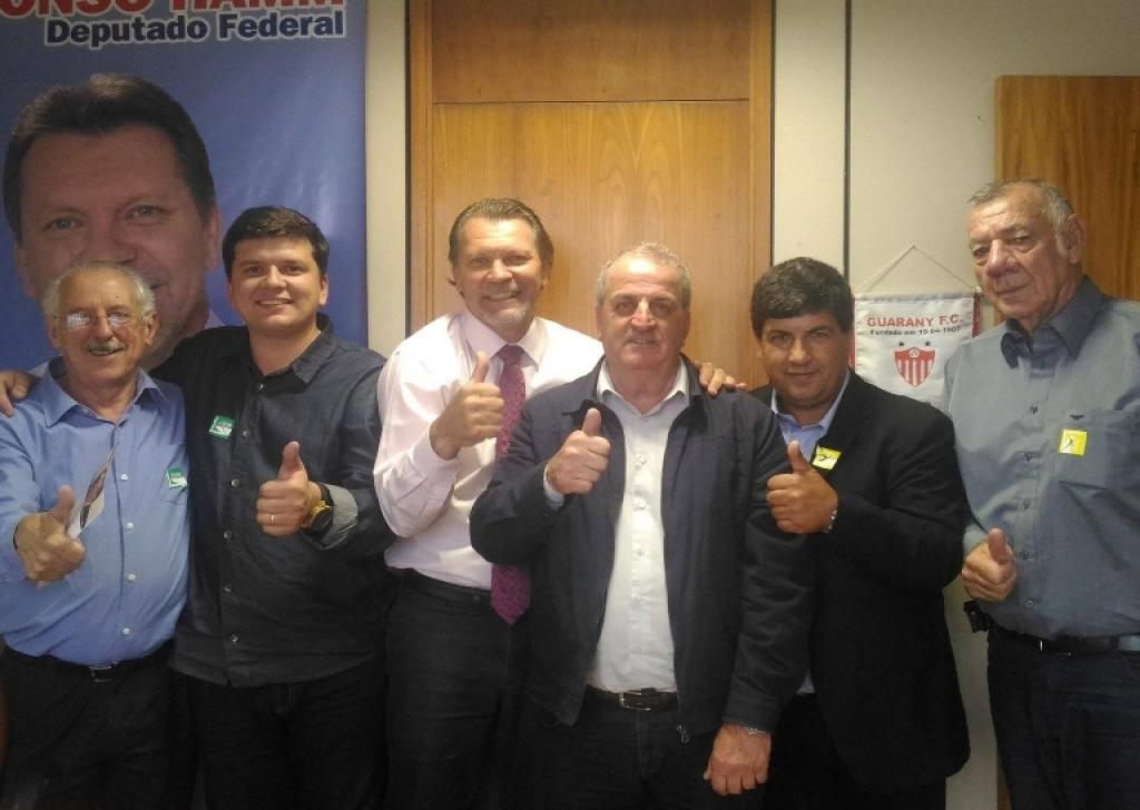 Deputado Afonso Hamm recebe lideranças da Zona Sul do Estado
