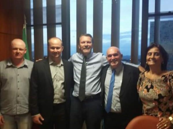 Deputado Afonso Hamm recebe lideranças de Jacutinga e Quatro Irmãos