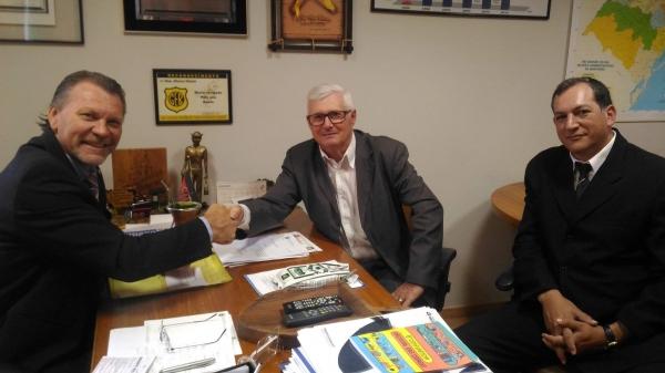 Prefeito eleito de Campestre da Serra participa de reunião com deputado Afonso Hamm