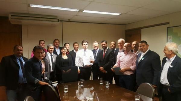 Ministro de Minas e Energia recebe comitiva da Zona Sul