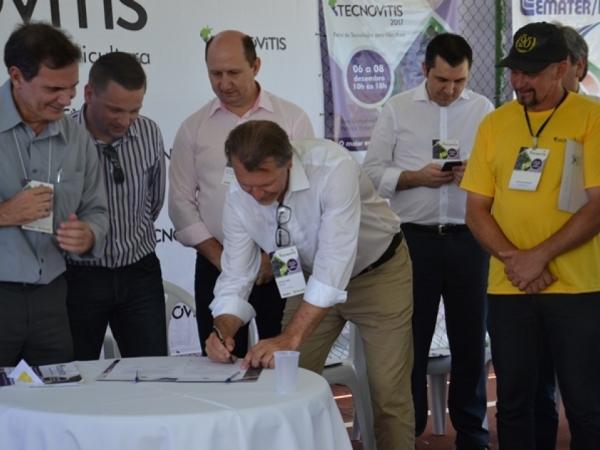 Comercialização e valorização da uva e do vinho foram debatidas durante Audiência Pública em Bento Gonçalves
